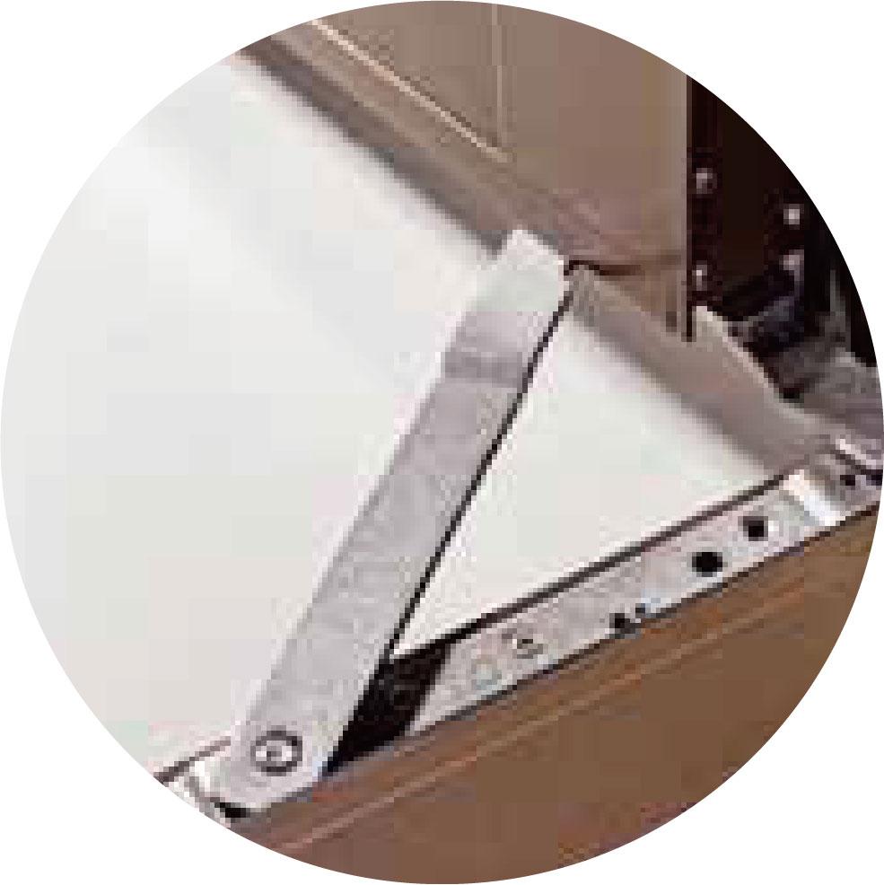 【 推射窗】重型不銹鋼四連桿,專利凸點式設 計研發,可以承受至90 公斤的重量,往複開關1萬次